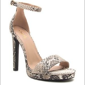 Qupid Strappy Heel Snake Print Shoes Size 7.5